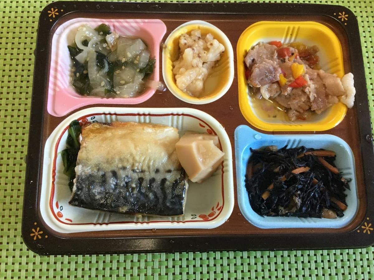 鯖(サバ)の塩麹焼きと豚肉のハーブ和え