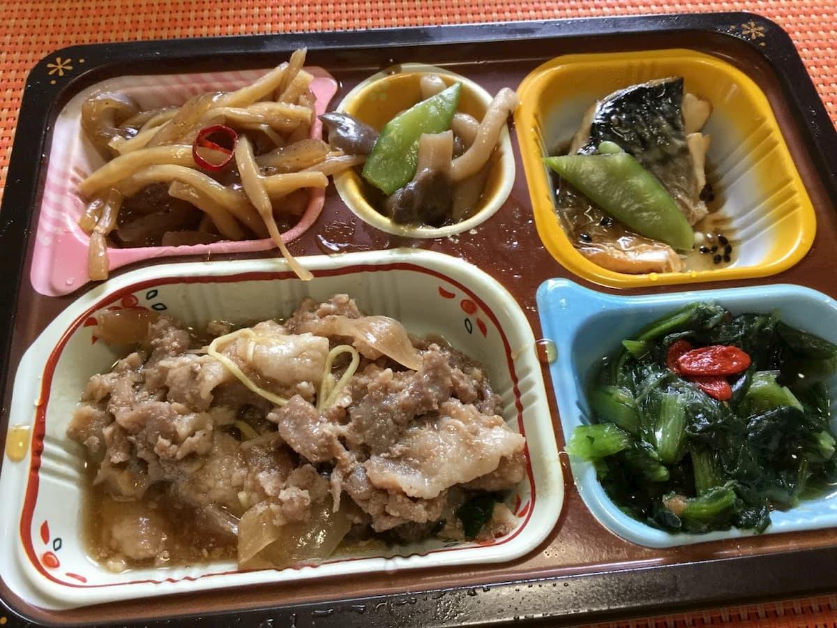 食宅便豚肉の生姜煮と鯖(サバ)の胡麻だれ